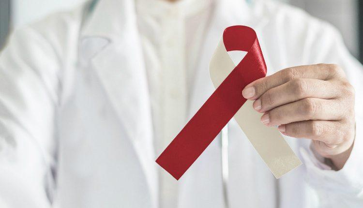Autoexame e consultas de rotina ajudam na prevenção do cancro oral