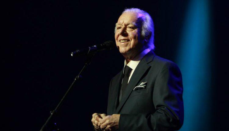 Carlos do Carmo anuncia despedida aos 80 anos