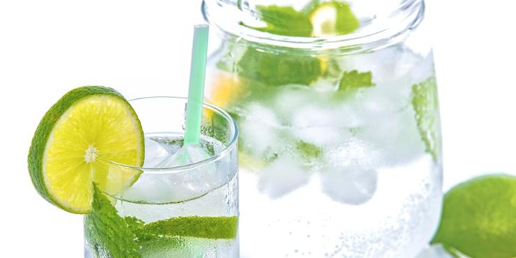 Água com limão: da desintoxicação ao emagrecimento