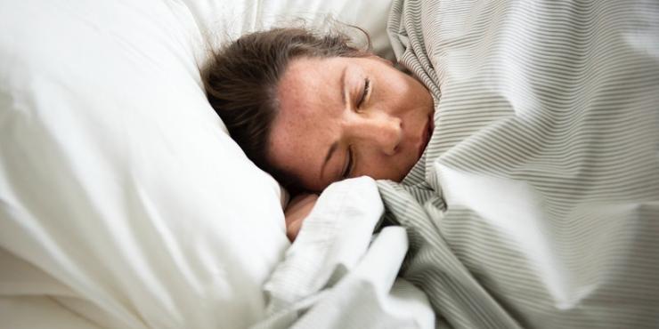 Quer dormir melhor? 5 estratégias que deve considerar