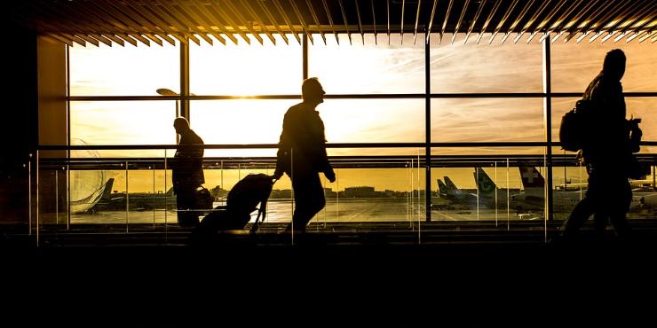 O voo atrasou ou foi cancelado? Perderam a bagagem? Saiba ao que tem direito e como reclamar