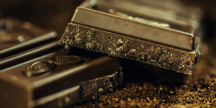 Sete alimentos que combatem a perda de memória (o chocolate é um deles)