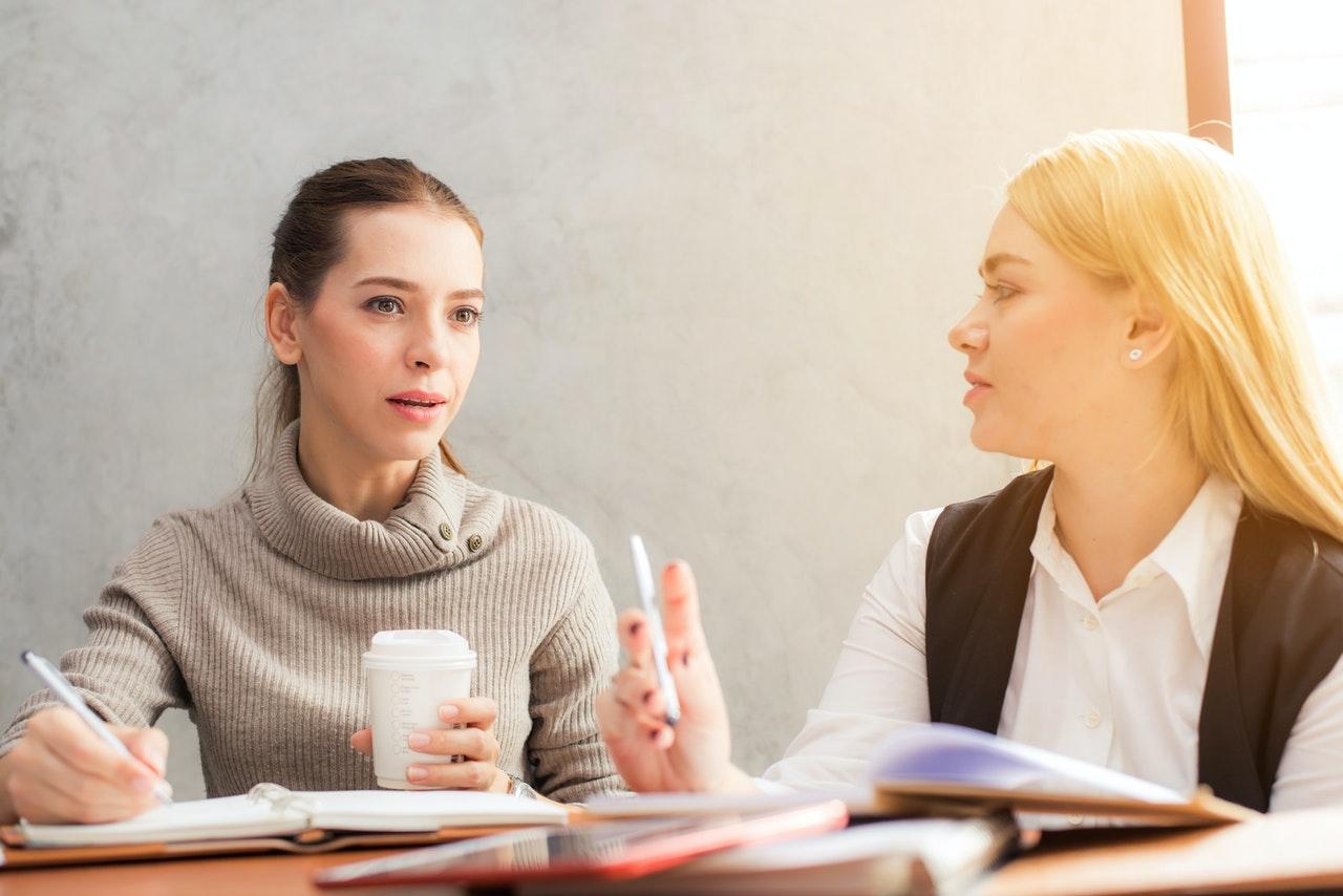Afinal qual o tipo de conversa que está a ter? Perceba as diferenças e evite erros constrangedores