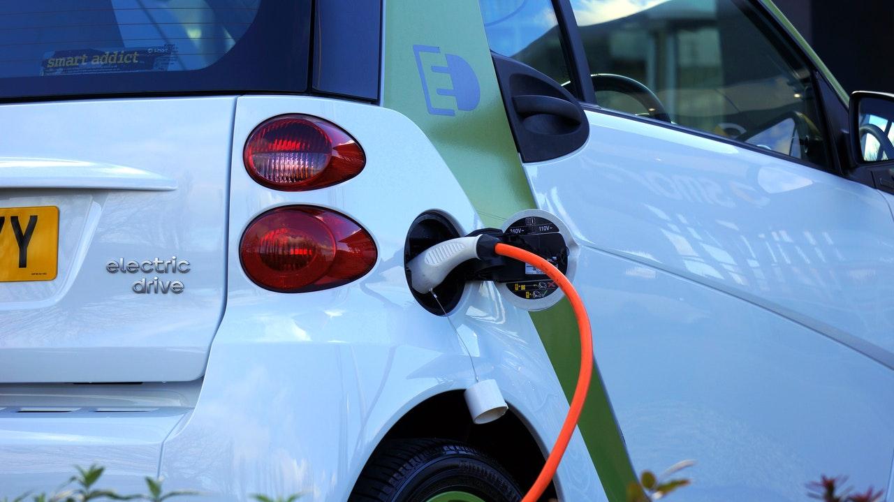 """Serão os automóveis híbridos um """"desastre ambiental""""?"""